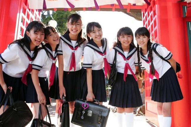 Japán iskolás lányok