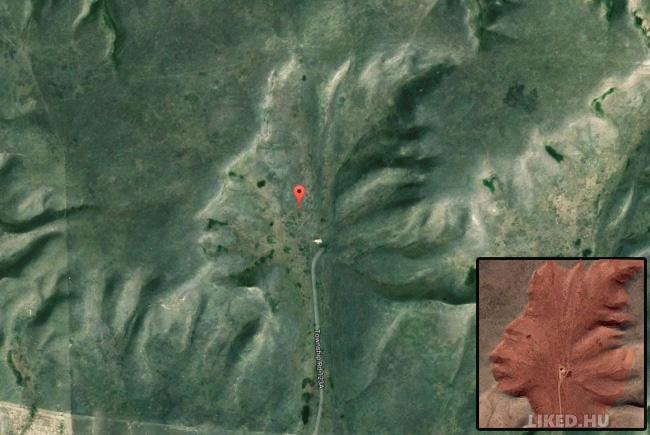 Indiai fej fülhallgatóval Google Maps