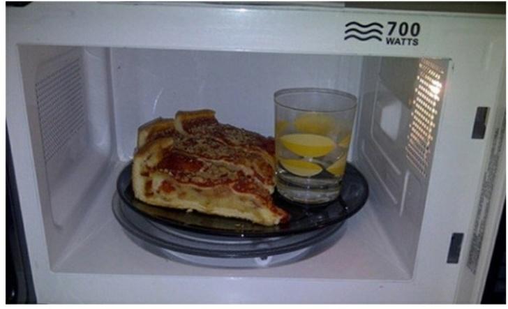 Pizzamelegítés mikróban