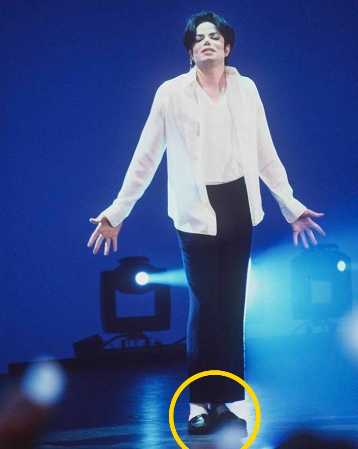 Michael Jackson feher zoknija