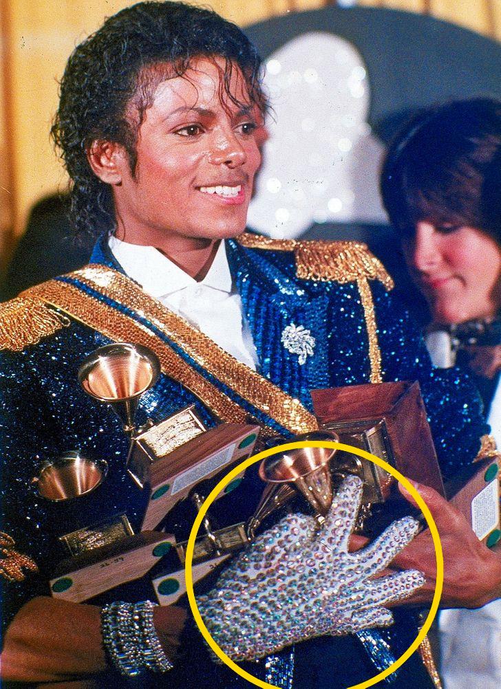 Michael Jackson kesztyuje