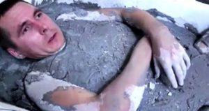 Cementbe fekudt orosz