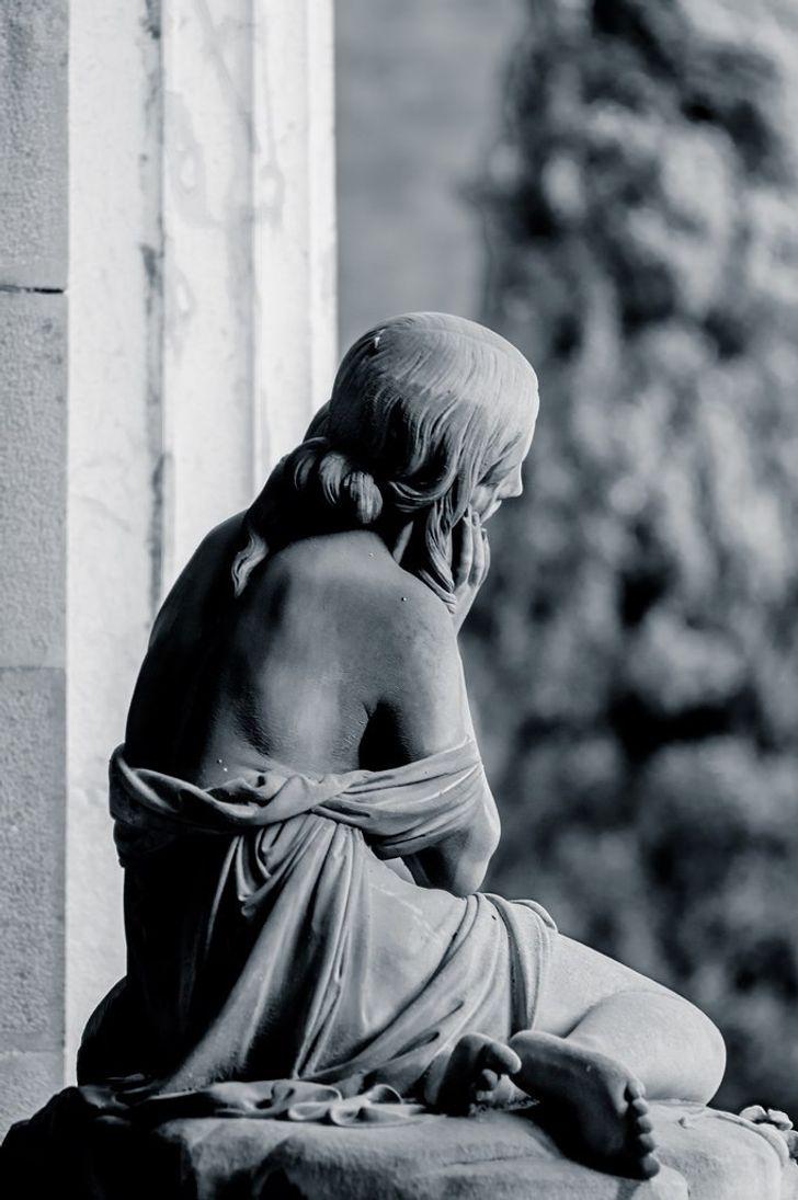 Temetői szobor2