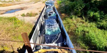 Uj autokkal teli vonat baleset