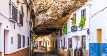 Setenil de las Bodegas város a szikla alatt