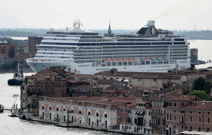 Velence óceánjáró hajó