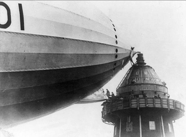 1616003875 pogruzka passazhirov na dirizhabl s prichalnoj machty v nachale 1930 h godov
