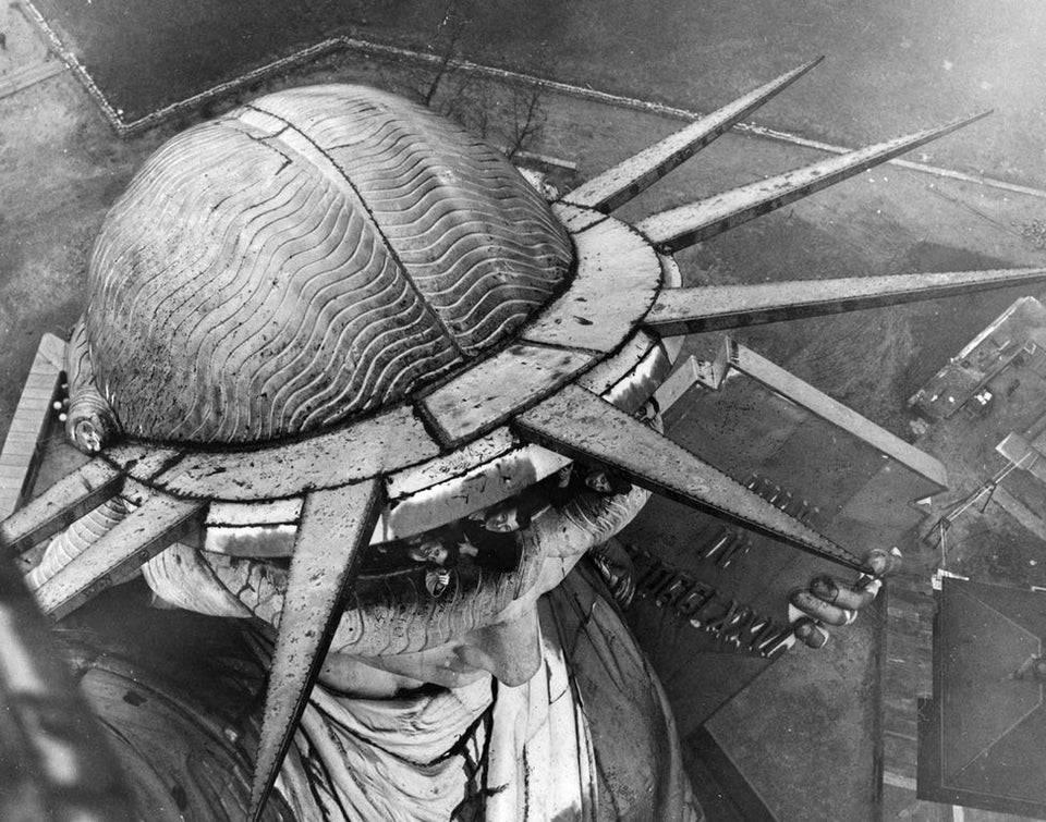 1616004101 redkij vid na statuju svobody s balkona na ee fakele vyhod tuda byl zakryt s 1916 goda