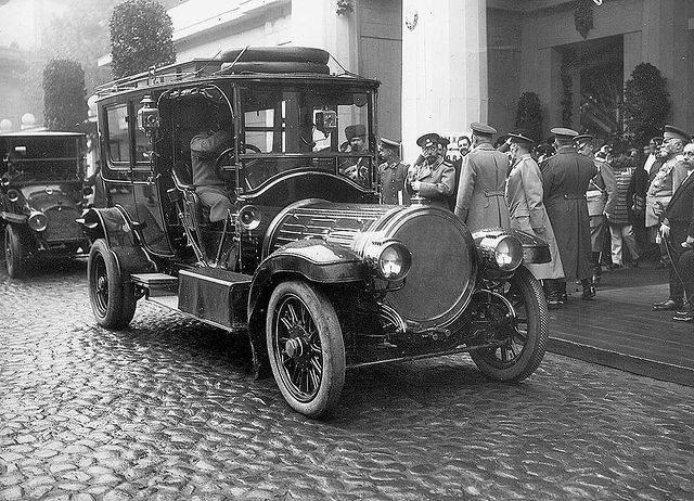 1616004216 pribytie imperatora nikolaja ii v limuzine delaunay belleville 70cv smt na iv mezhdunarodnuju avtomobilnuju vystavku v mihajlovskom manezhe sankt peterburg 1913 god
