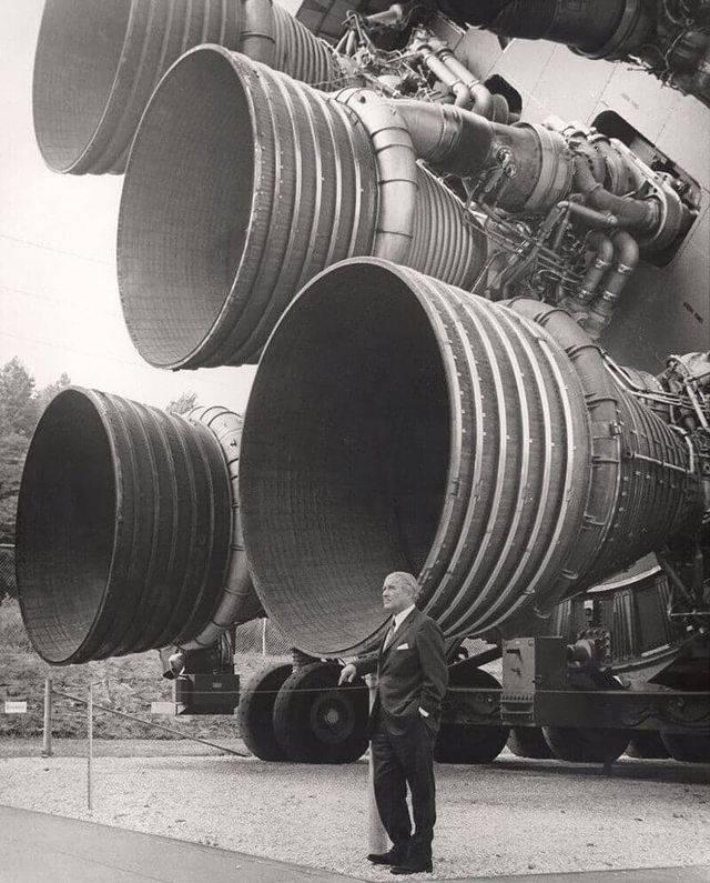 1616004371 doktor verner fon braun na fone raketnyh dvigatelej f 1