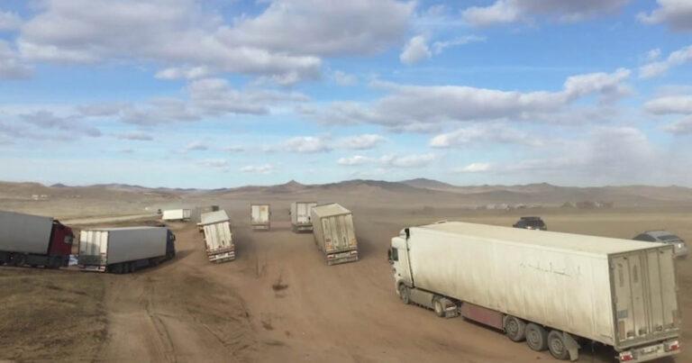 Panaszkodsz az utakra? Nézd meg, hogyan néz ki az áruszállítás Mongóliában