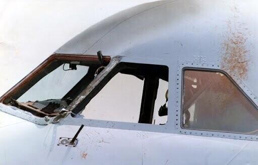Törött repülő ablak